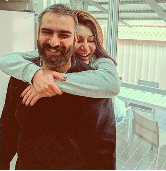 هیچکس و همسرش